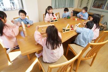 ナラ 無垢材テーブル 無垢材チェア 園児