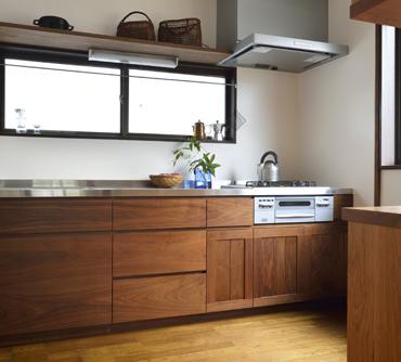 「古き良き日本の住宅に溶け込む無垢材オーダーキッチン」